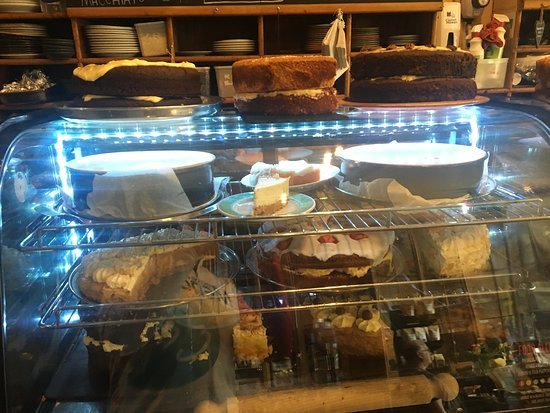T H Roberts Coffee Shop: Cake!