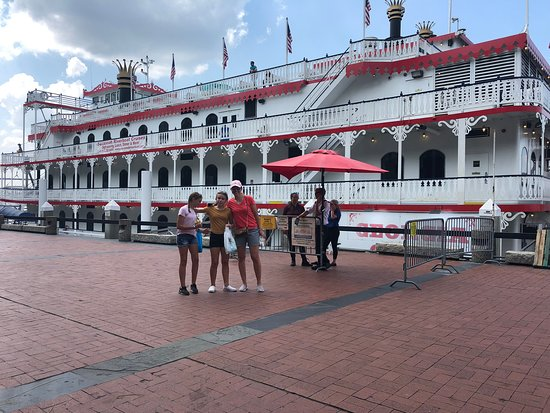 ‪‪Savannah Riverboat Sightseeing Cruise‬: Getting set to board‬