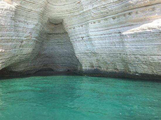 Desirèe coastal trips. Tour to visit the marine caves of Vieste: Grotta