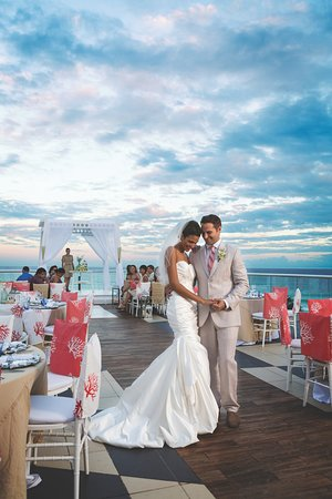 You're engaged! Congratulations! And now you want to have your destination wedding at beautiful Mexico, right? Well…  You're in good hands because we've hosted 100's of weddings in our hotels.
