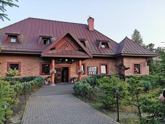Zielonka, Polska: Budynek restauracji od frontu