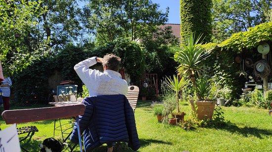 Wiek, Almanya: Im Blumencafé-Garten