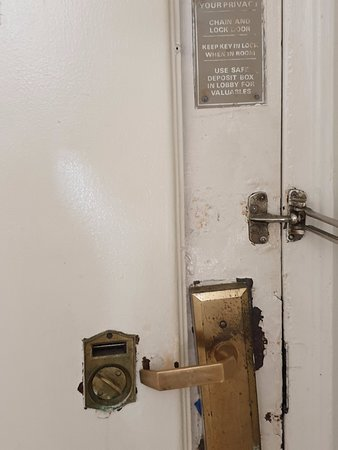 هوتل بنسلفانيا: Puerta por dentro