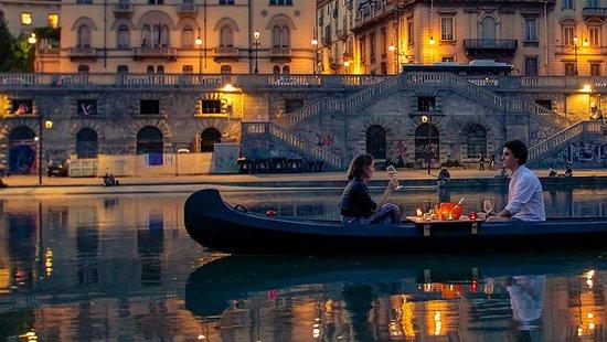 Turín, Italia: Serata in barca: - Barbaresco e Salame - Passito e Nocciole - Champagne e Caviale