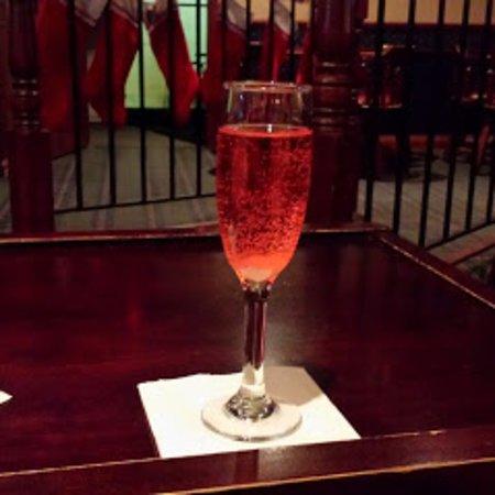 Cliff's Martini Lounge: champagne sprtizer