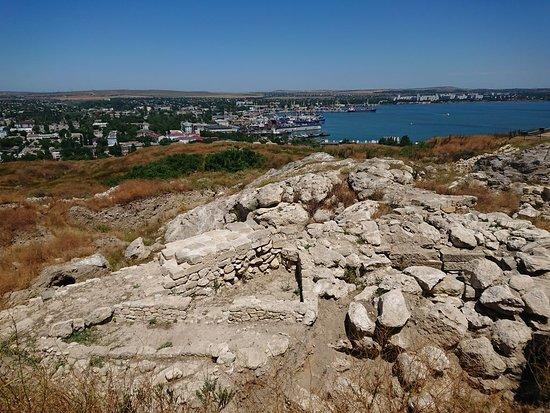 Руины Пантикапея.