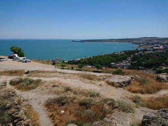 Вид от Пантикапея и обелиска на Крымский мост.