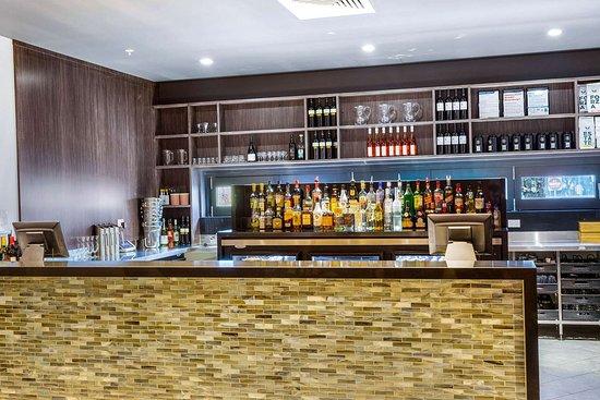 Quality Hotel Lakeside: Hotel bar