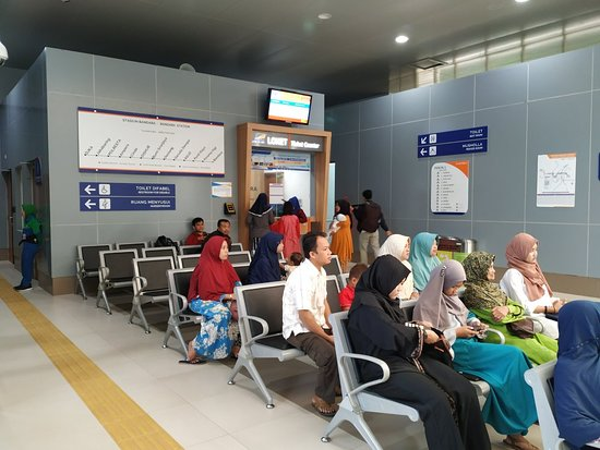 Mahmud Badaruddin Ii Airport
