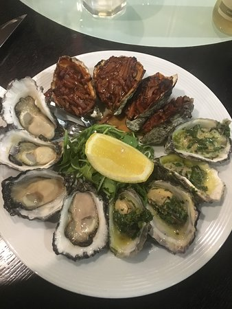 Stonegrill: Mixed oysters