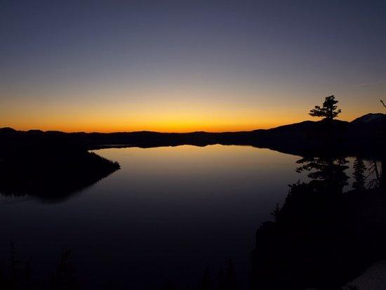 Parque Nacional del Lago del Cráter, Oregón: Sunrise at about 5:30
