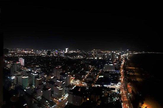 Kimochiiii. Quá đã cho 1 view về đêm tại Mường Thanh Đà Nẵng. Đồ uống ngon. View siêu đẹp và nhân viên siêu dễ thương.