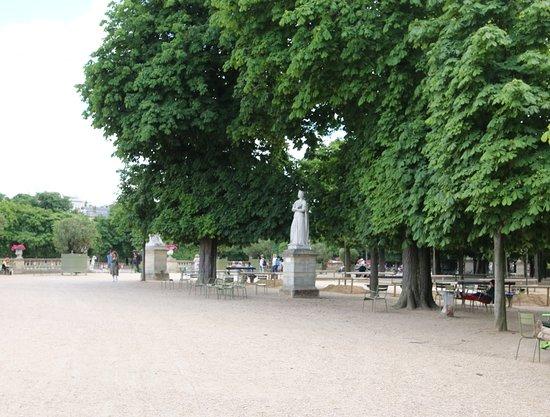 La Statue d'Anne de France: Détail de la statue