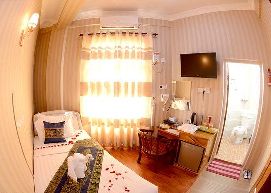 Royal Naung Yoe Hotel: Standard Room