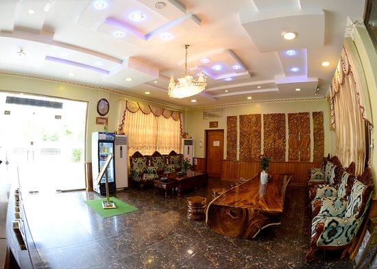 Royal Naung Yoe Hotel: at the Lobby...