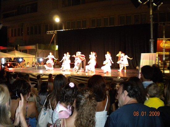 Spettacolo notturno in Piazza Salotto a Pescara