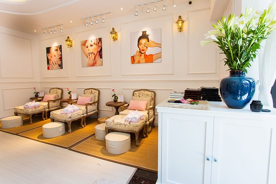 Charme Nails & Spa Boutique