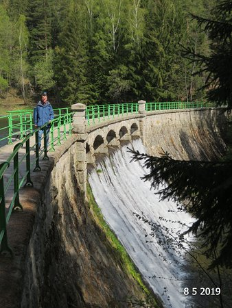 Dam on Lomnica: The dam wall