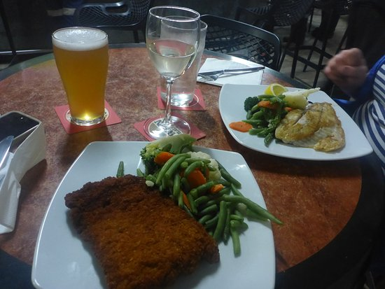The Palace Hotel: Fish & Veg plus Crumbed Steak & Veg plus Drinks ! Perfect !