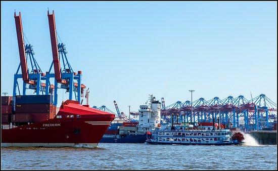 Rainer Abicht Elbreederei: MS LOUISIANA STAR im Containerhafen