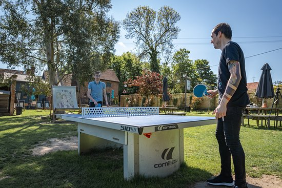 The Vineyard Restaurant: Ping Pong table to entertain post food