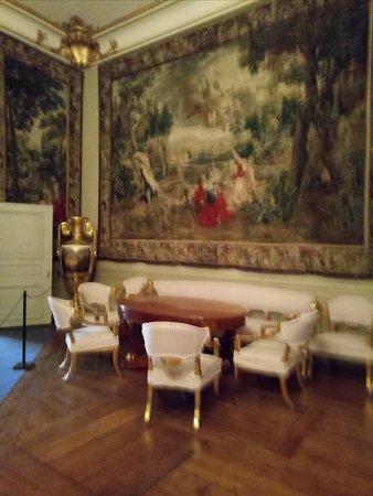 Royal Palace: В королевском дворце.