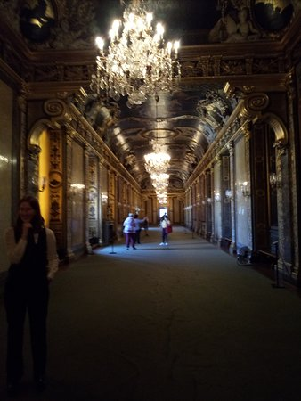Royal Palace: Один из главных бальных залов.