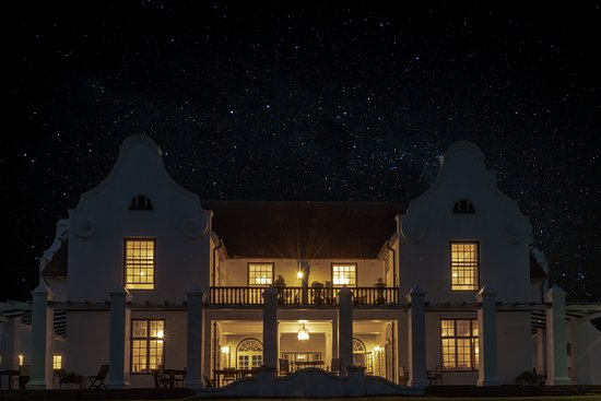 Beautiful historical home now a wonderful bed and breakfast situated on the Umdoni Golf Course with awe-inspiring sea views