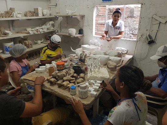 Atlantico Department, Kolumbia: En un recorrido guiado podrás conocer cómo es el proceso de elaboración -a mano- de estas piezas alegóricas al Carnaval de la ciudad.