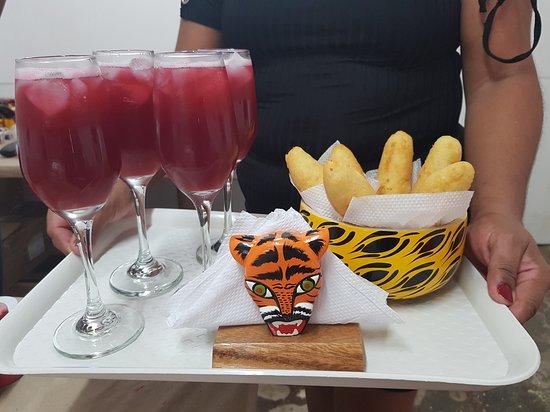 Atlantico Department, Kolumbia: ¡Disfrutar de un snack típico también está en los planes! Reserva la experiencia #Caribia de 'Ser artesano por un día' y aprende más sobre nuestra cultura y tradiciones ancestrales.