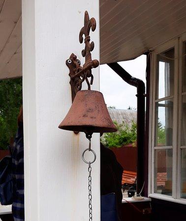 колокольчик у входа