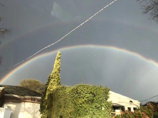 Sídney, Australia: Beautiful rainbow in the Sydney area, (2)