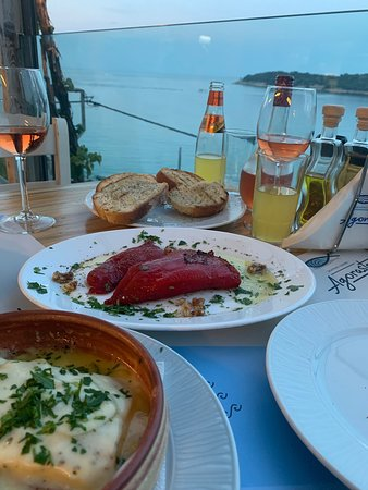 Agorastos Taverna: We loved it here! The sea food was delicious!