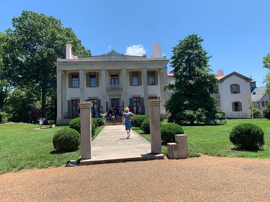 Belle Meade Guided Mansion Tour with Complimentary Wine Tasting: The mansion proper.