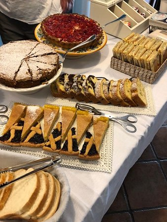 B&B Piana La Gatta: Freshly-baked pastries
