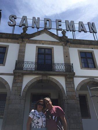 Conhecendo e passeando pelas cidades de Portugal e aqui estamos visitando em Vila Nova de Gaia a Caves Sandeman.