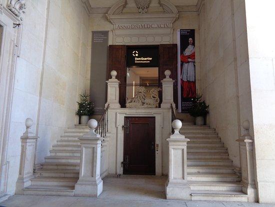 大聖堂を訪れたら、こちらも見落としなく!!