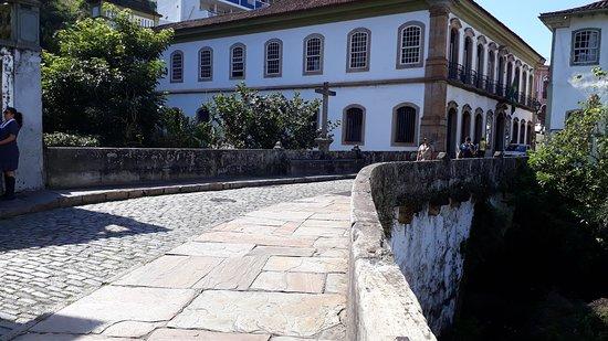A Ponte dos Contos que liga a rua São José à Praça Reinaldo Alves de Brito