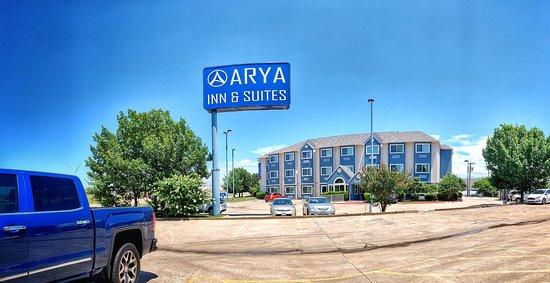 Arya Inn & Suites: Front View of Arya Inn