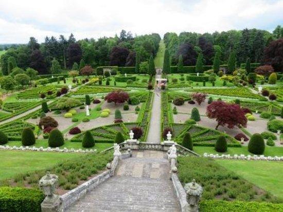 İskoçya, UK: Drummond Castle Gardens