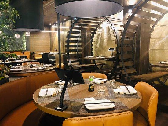 L'ambiente è molto confortevole, sono molto educati, il sushi è molto particolare, un ristorante che vale la pena consigliare 🌟🌟🌟🌟🌟🌟