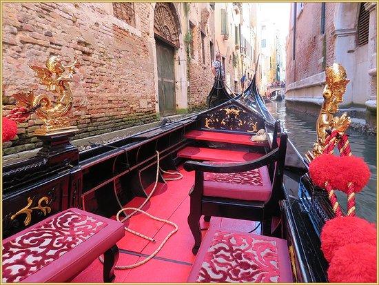 Ente Gondola: رحلة عبر الممرات والأزقه المائيه 