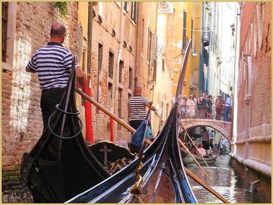 Ente Gondola: الجندول رحلة فينيسيا المائيه