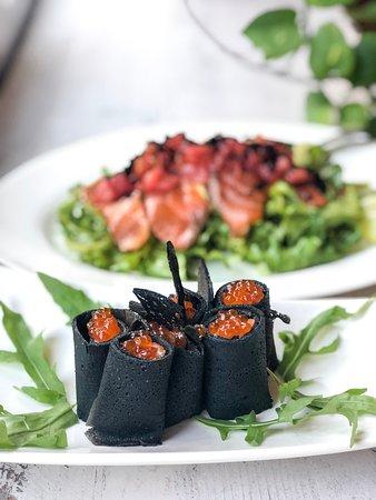 Pomodorissimo: Black pancake with caviar