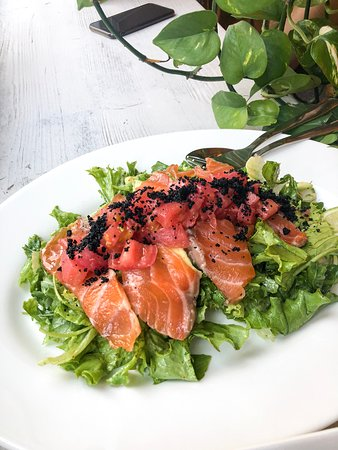 Pomodorissimo: Salmon salad
