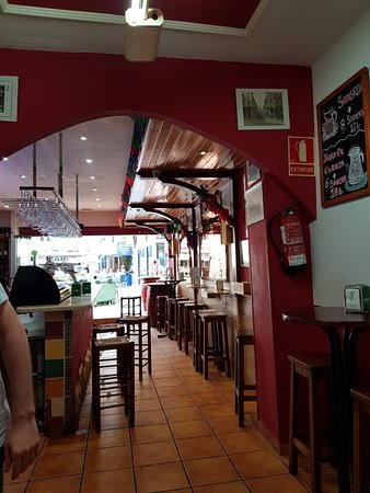 El Rincón del Ribera: Great tapa bar.