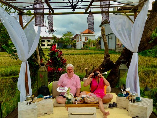 INTIMATE BREAKFAST IN THE MIDDLE OF A RICE FIELD THE VIEW RESTAURANT BY: PLATARAN