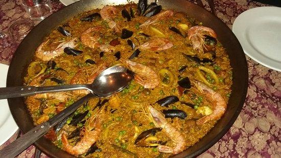 Porzione gigante per 4 persone di Paella e caraffa di
