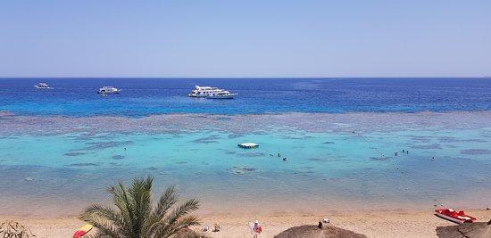 Spiaggia e mare vista dal ristorante Grill (foto naturale senza filtri)
