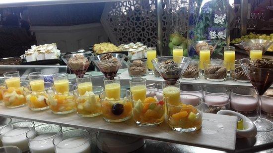 بارسيلو إيزلا كانيلا: Buffet dessert en verrines chaque jour avec des choix différents jusqu'à la fin du service 